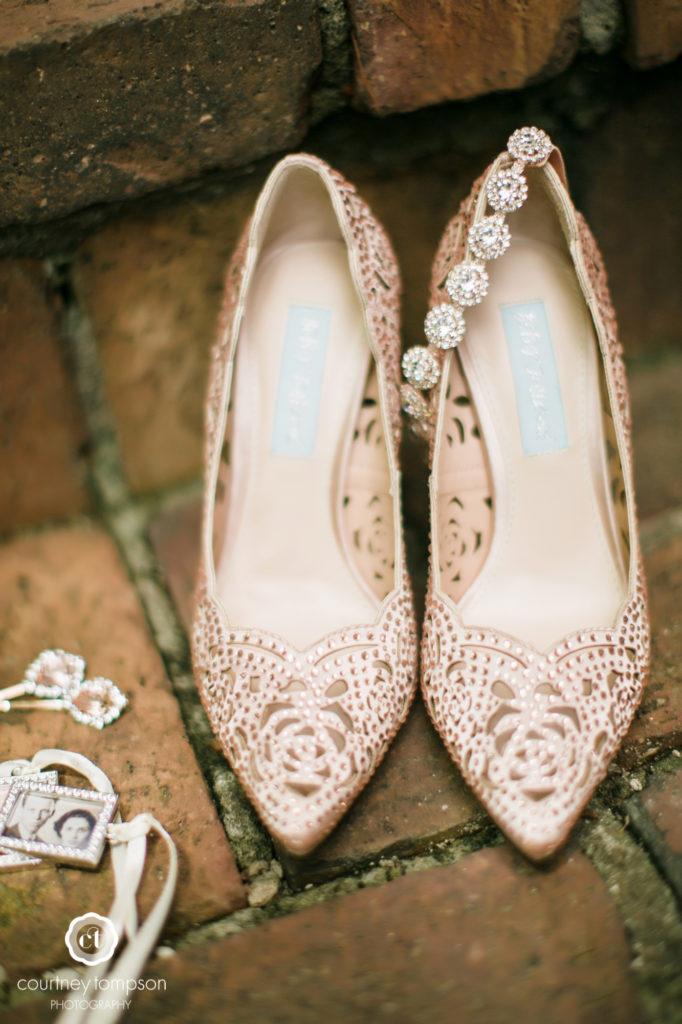 Rocheport-Missouri-Midwest-Wedding-by-Courtney-Tompson